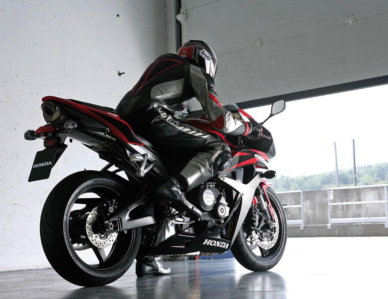 Фотоподборка спортивных мотоциклов  — звери, которых можно приручить