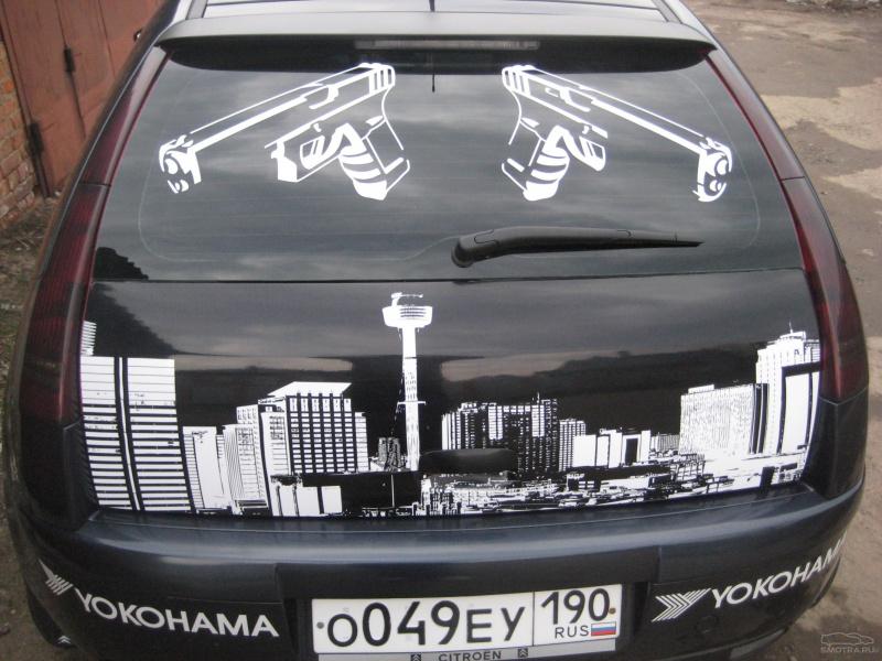 Наклейки на заднее стекло: практичный декор автомобиля