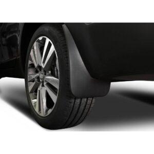 Брызговики для автомобиля: материалы и другие нюансы при выборе